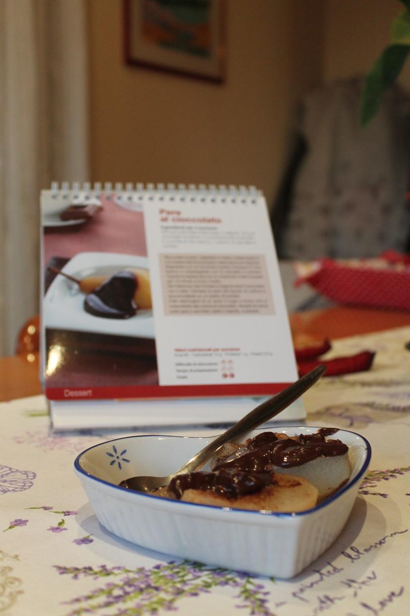 Coppetta di pere con cioccolata fondente